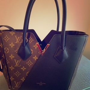 Louis Vuitton bag. Simple cute and Real